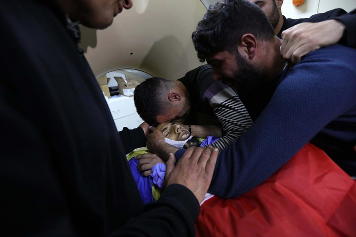 """جانب من وداع الشهيد """" احمد مناصرة """" في مستشفى بيت جالا"""