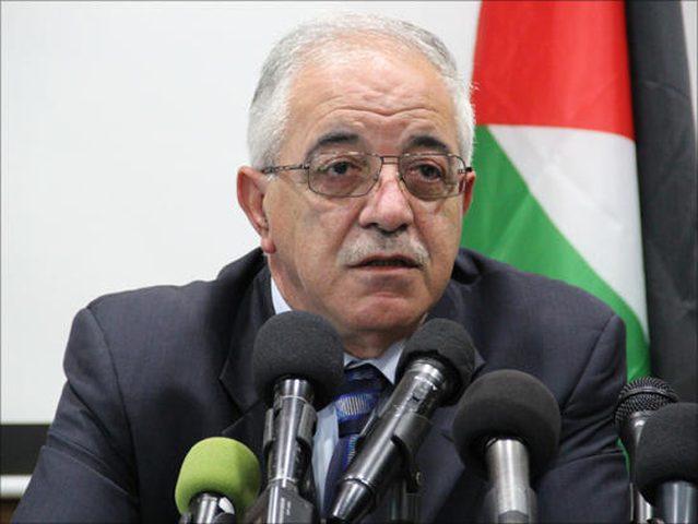 الرئيس يقلد حنا عميرة النجمة الكبرى من وسام القدس