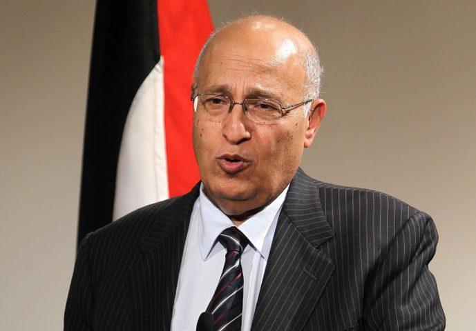 شعث يشيد بالدعم المتواصل الذي يقدمه العاهل المغربي لدولة فلسطين