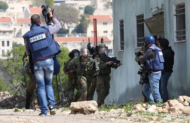 الاحتلال يصيب شابا ويعتدي على الصحفيين في كفر قدوم