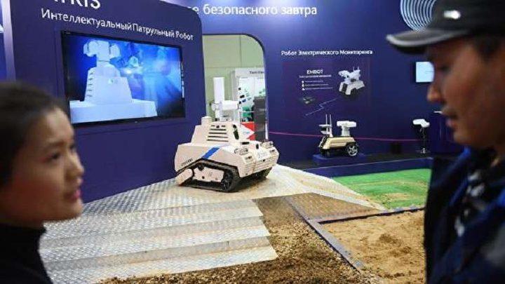 الصين تستعرض روبوتا لمكافحة الإرهاب