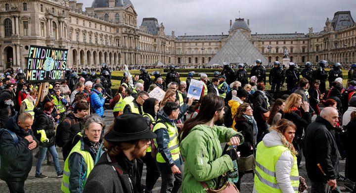 """الجيش الفرنسي ينضم إلى الشرطة لمواجهة احتجاجات """"السترات الصفراء"""""""