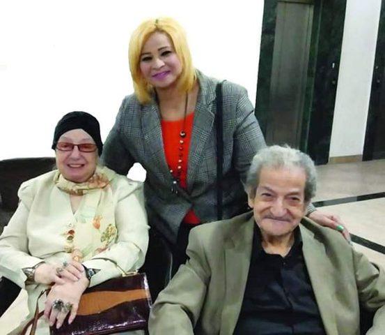 بعد حب دام 81 عاما.. زواج  صحفي من أديبة مصرية