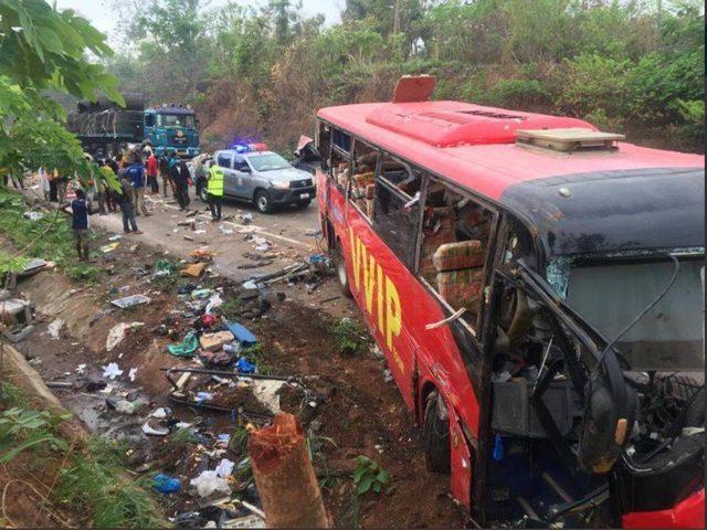 غانا.. مقتل 60 شخصا على الأقل إثر تصادم حافلتين