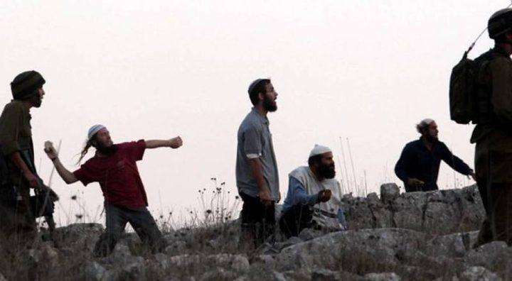 مستوطنون يرشقون مركبات المواطنين بالحجارة غرب نابلس