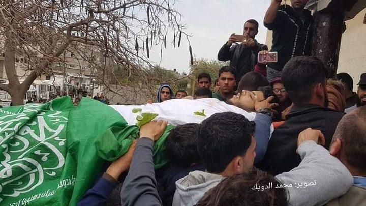 الآلاف يشيعون جثمان الشهيد المصري