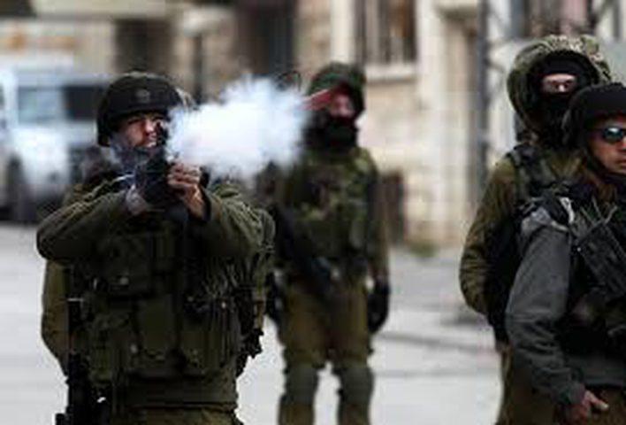 الاحتلال يطلق قنابل الغاز صوب مدرسة النهضة واصابات بالاختناق
