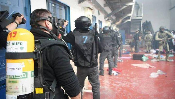"""الاحتلال يكافئ ارهاب """"جلادين الأسرى"""" برفع رواتبهم"""