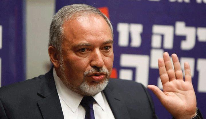 ليبرمان يحض حكومة نتنياهو على قطع الأموال عن غزة