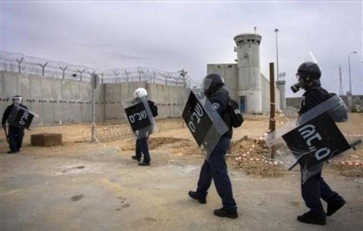 نادي الأسير: إدارة سجن النقب تجري محاكمات داخلية للأسرى