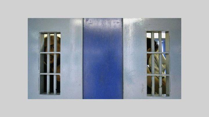 """الاحتلال يعتبر عملية الطعن في سجن النقب """"هجومًا إرهابيًا"""""""