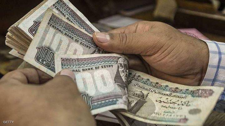 """مصر """"تحدد سعر الدولار"""" مقابل الجنيه في الموازنة"""