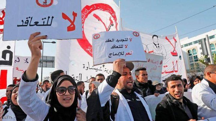الحكومة المغربية تفصل معلمين مضربين عن العمل