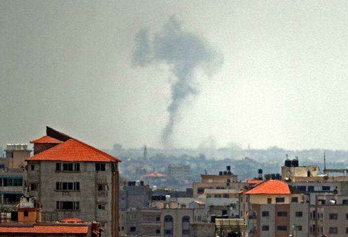 إصابة ثلاثة شبان في قصف إسرائيلي شمال قطاع غزة