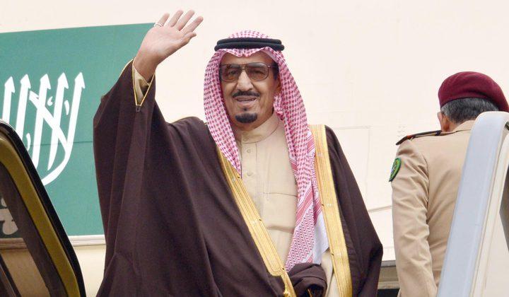 تحضيراً للقمة.. الملك سلمان يصل تونس للقاء السبسي