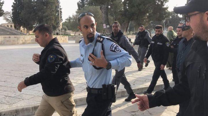الاحتلال يعتقل أحد حراس الأقصى
