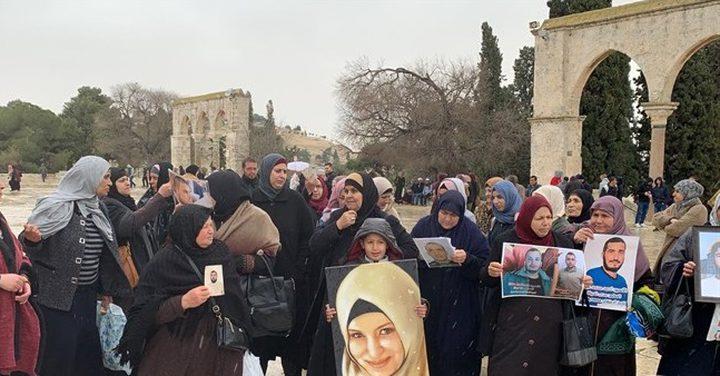 اعتقال أمهات أسرى خلال اعتصام بساحات الأقصى