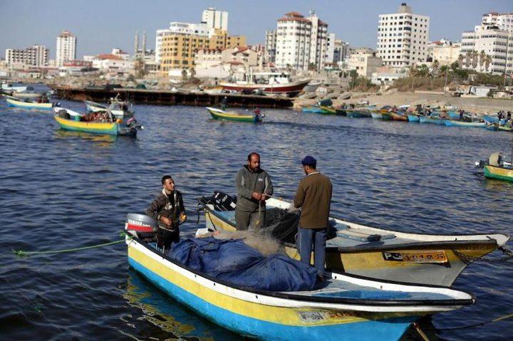 الاحتلال يعيد فتح معبري كرم أبو سالم وايرز والصيد في البحر 15ميلا