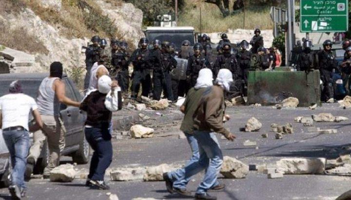إصابة العشرات بالاختناق في مواجهات مع الاحتلال وسط الخليل