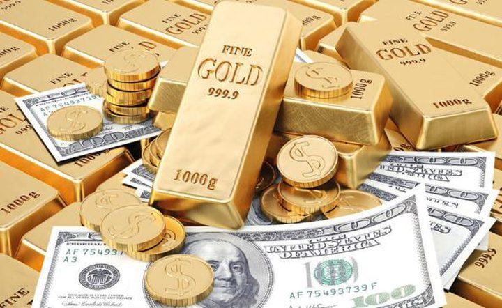 """روسيا """"تحرق"""" الدولار.. وتخزن كميات خيالية من الذهب"""