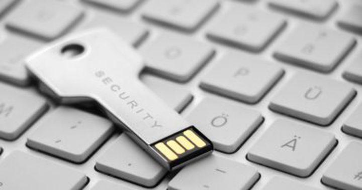 """جوجل تتيح لمستخدميها استعمال """"مفتاح الآمان"""" على فاير فوكس و إيدج"""