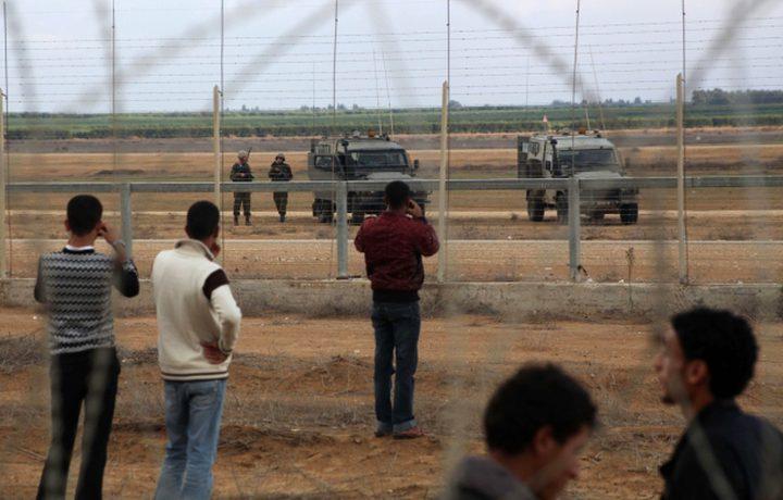 قوات الاحتلال تعتقل شابين بتهمة اجتياز السياج الحدودي