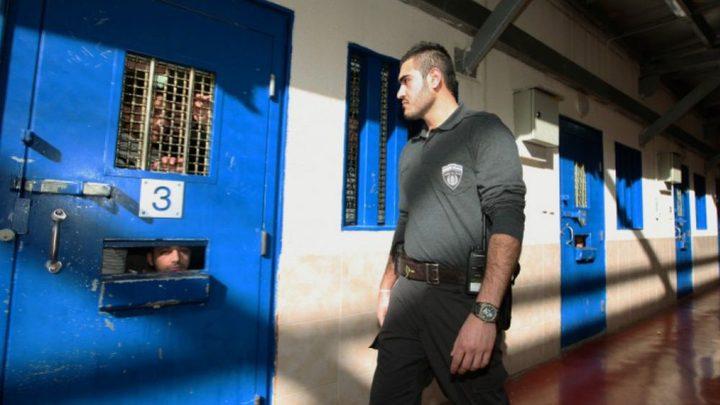 """إدارة سجن """"عوفر"""" تشدد من إجراءاتها تجاه المعتقلين"""