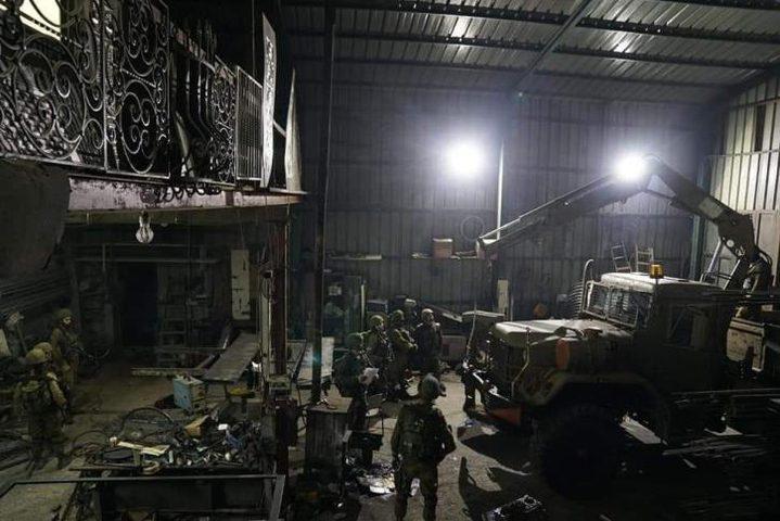 """الاحتلال يزعم ضبط مخرطة ل""""تصنيع الأسلحة"""" في عناتا"""