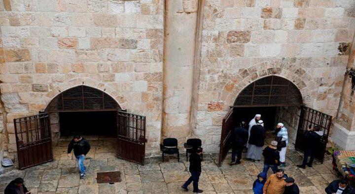 الاحتلال يعتقل شابين بعد فتحهما مصلى باب الرحمة