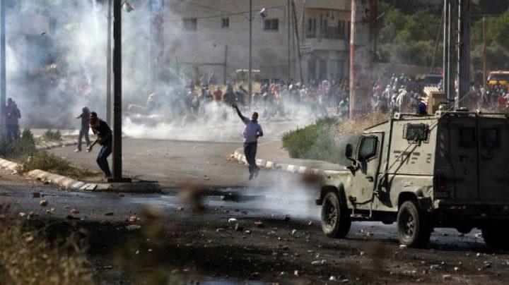 إصابتان بأعيرة معدنية خلال مواجهات مع الاحتلال في قلنديا