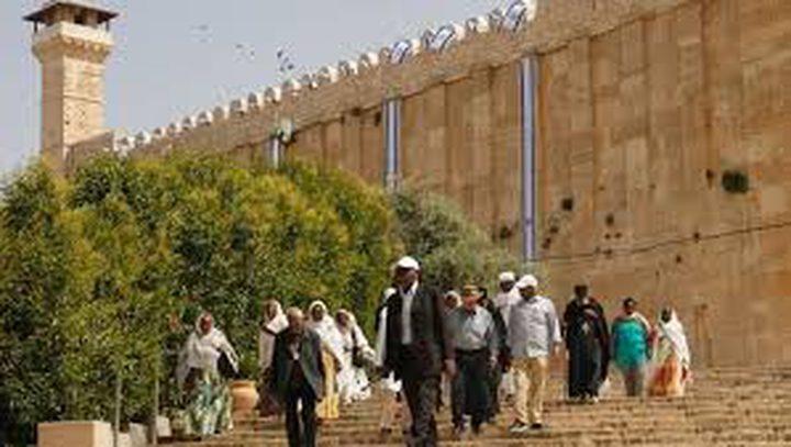 الآلاف يؤمون الحرم الإبراهيمي في ذكرى الإسراء والمعراج
