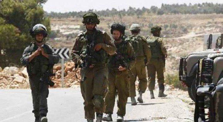 الاحتلال يحتجز مواطنين في مسافر يطا جنوب الخليل