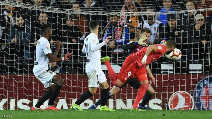 فالنسيا الثائر يلحق الهزيمة التاسعة بريال مدريد