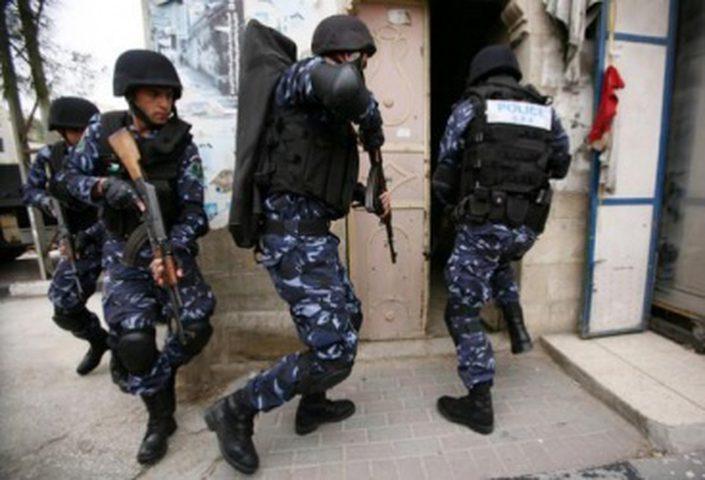 الشرطة تلقي القبض على مروج مخدرات في نابلس