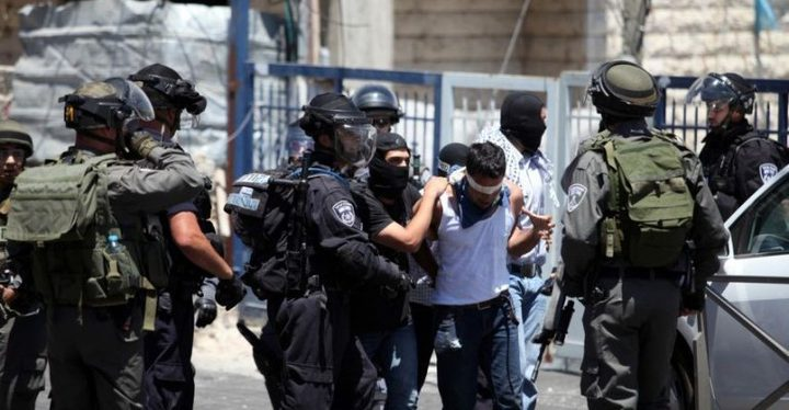الاحتلال يعتقل ثلاثة مقدسيين