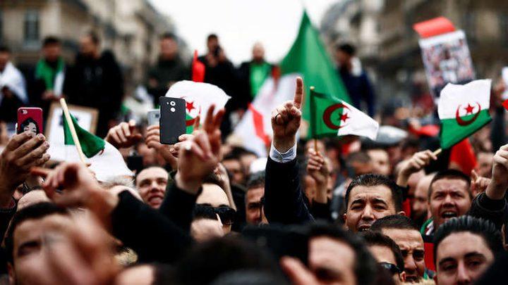 الجزائريون يوجهون رسالة للجيش في الجمعة الأولى بعد بوتفليقة
