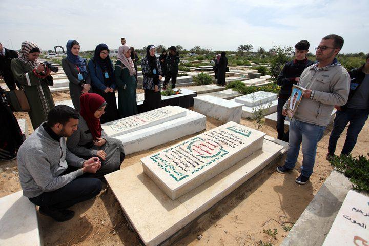 أقارب وصحفيون يشاركون في إحياء الذكرى الأولى لاستشهاد  الصحفي  الفلسطيني ياسر مرتجى ، في مدينة غزة في 06 أبريل 2019.استشهد مرتجى برصاص  قوات الاحتلال  الإسرائيلي خلال مسيرات العودة في شرق غزة  عام 2018.