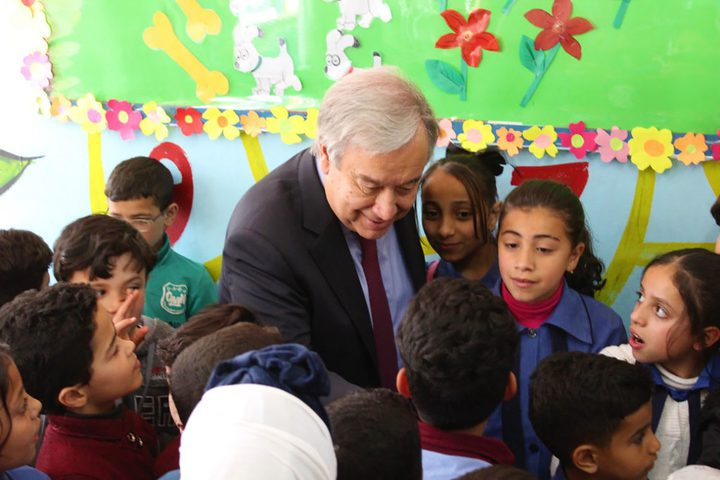 الأمين العام للأمم المتحدة يزور مخيم البقعة في الأردن