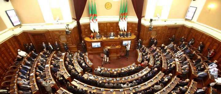 البرلمان الجزائري يجتمع للمصادقة على شغور منصب الرئيس