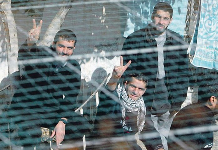 ثلاثة أسرى يدخلون أعواما جديدة في سجون الاحتلال