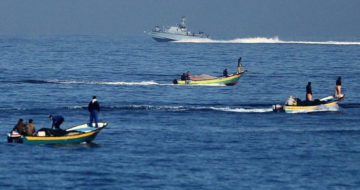الاحتلال يستهدف الصيادين في بحر خانيونس