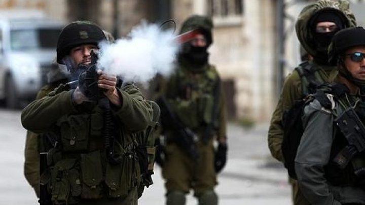 اصابات بالاختناق جراء اعتداء قوات الاحتلال على مدرسة الخليل