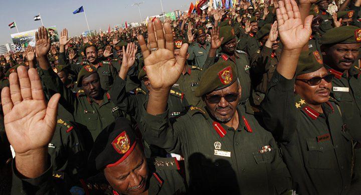 قوى سودانية تطالب الجيش بدعم مطلب تنحي البشير فورا
