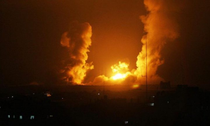 طائرات الاحتلال تستهدف أرضاً خالية شرق البريج
