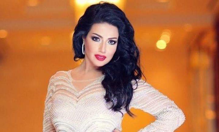 سمية الخشاب توقع وثيقة طلاقها رسمياً من أحمد سعد