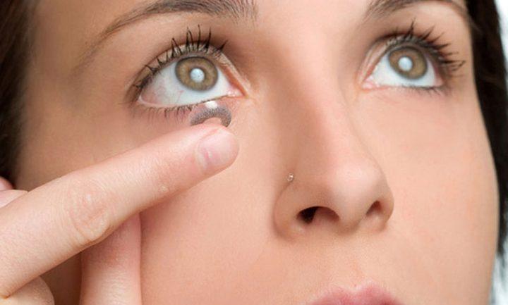 الاستخدام الخاطئ للعدسات اللاصقة وتأثيرها على العين