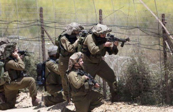 قوات الاحتلال تعتقل ثلاثة شبان بزعم اجتيازهم السياج الحدودي