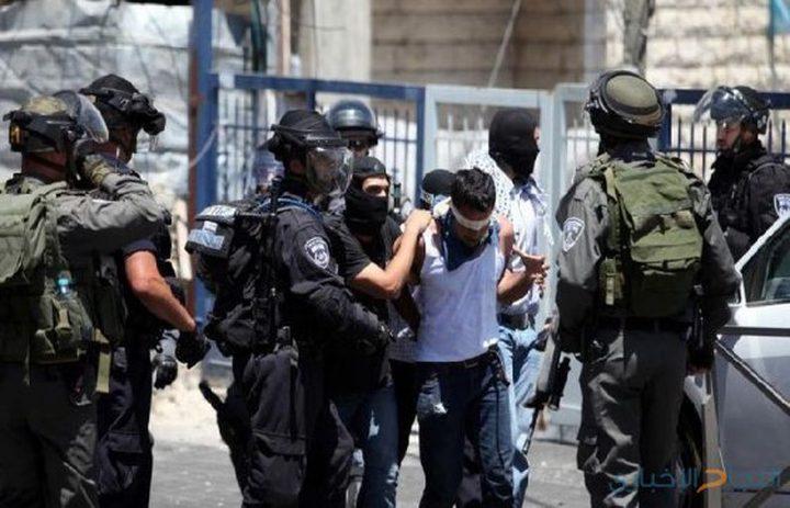 قوات الاحتلال تعتقل مقدسيين  بدعوى العثور بحوزتهم على أسلحة