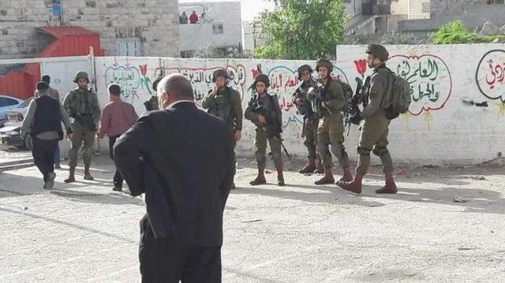 إصابات بالاختناق جراء إطلاق الاحتلال قنابل الغاز صوب مدارس الخليل