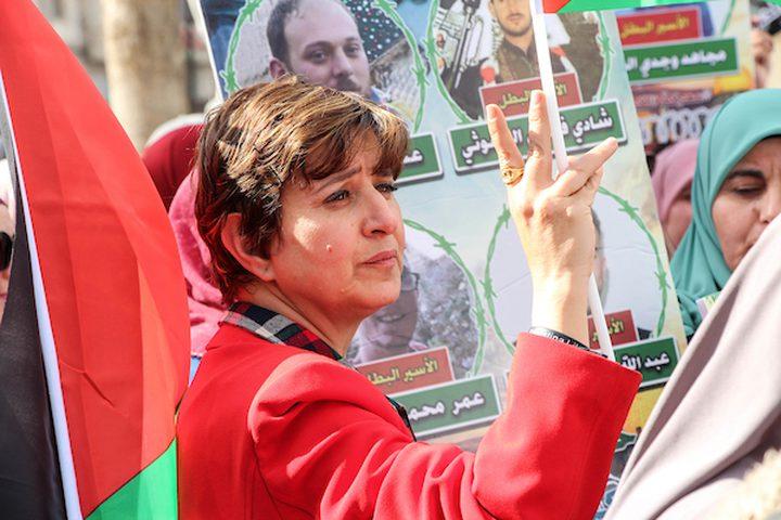 الفلسطينيون يشاركون في مظاهرة تضامنية مع الأسرى المحتجزين في السجون الإسرائيلية، في مدينة رام الله بالضفة الغربية، 10 أبريل / نيسان 2019.